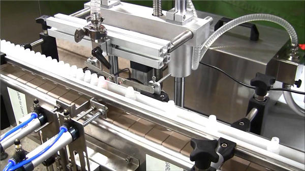 آلة ملء زجاجة السائل التلقائي عالية السرعة
